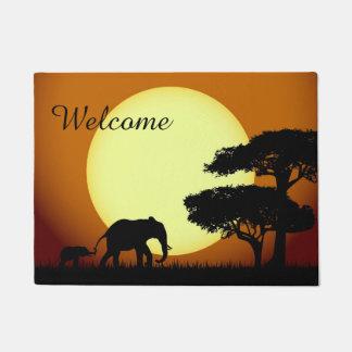 Safarielefanten am Sonnenuntergang Türmatte