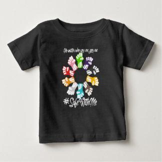 Safe mit mir Faust-Baby-dunkler Jersey-T - Shirt