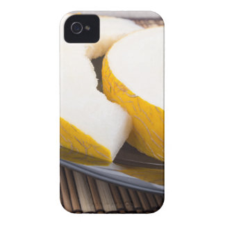 Saftige gelbe Melone auf hölzernem Hintergrund iPhone 4 Case-Mate Hüllen
