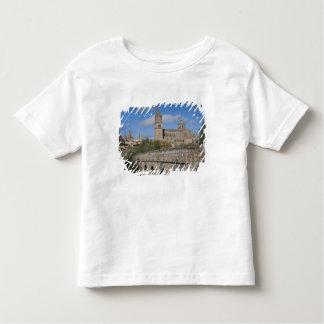 Salamanca-Kathedralen, angesehen von Puente Romano Kleinkind T-shirt