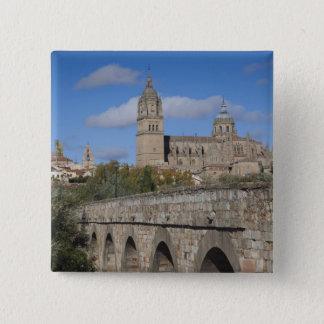 Salamanca-Kathedralen, angesehen von Puente Romano Quadratischer Button 5,1 Cm