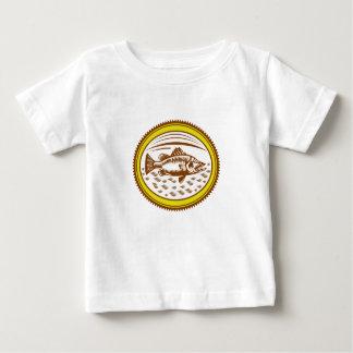 Salz-Wasser-barramundi-Seite-OVAL Baby T-shirt