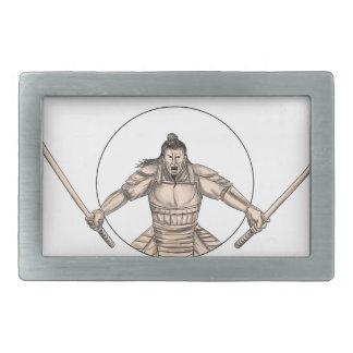 Samurai-Krieger, der die zwei Rechteckige Gürtelschnallen