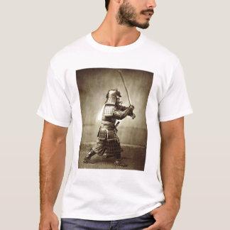 Samurais mit angehobener Klinge, c.1860 T-Shirt