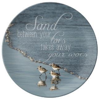 Sand zwischen Ihrem Zehe-Strand-Zitat Porzellanteller