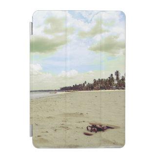 Sandalen auf tropischem Strand iPad Mini Hülle