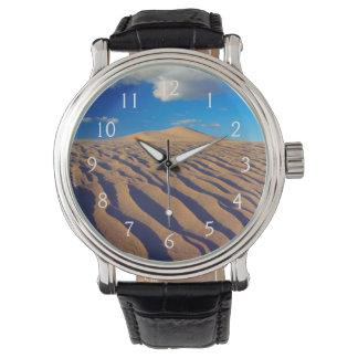Sanddünen und Wolken Uhr