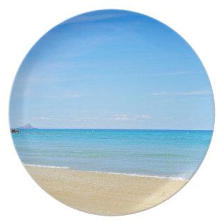 Sandy-Strand und blaues Mittelmeer Teller