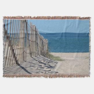 Sandy-Weg und Strandzaun am Rennen zeigen Decke