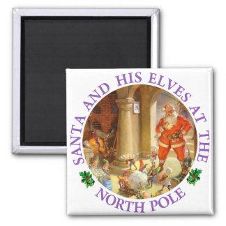 Sankt überwacht Elfe, Weihnachtsplätzchen zu backe Quadratischer Magnet