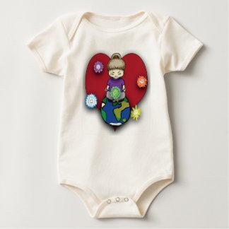 Sara-Fee, die auf Kugel mit Elementals meditiert Baby Strampler