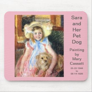 Sara mit Schoßhund durch Mary Cassatt Mousepad