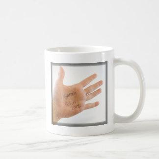 Sarah Palin 2012 an Hand Kaffeetasse