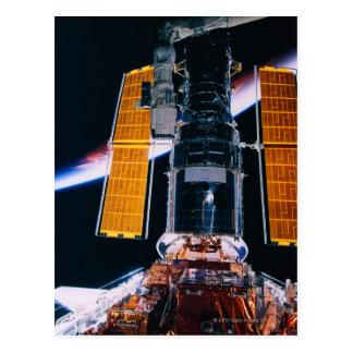 Satelitte, der von der Raumfähre startet Postkarte