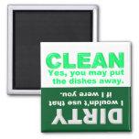 Säubern Sie schmutzigen Spülmaschinenmagneten