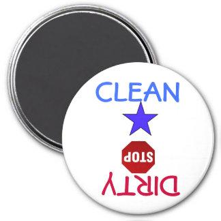 Säubern Sie schmutziges Geschirr in der Spülmaschi Runder Magnet 7,6 Cm