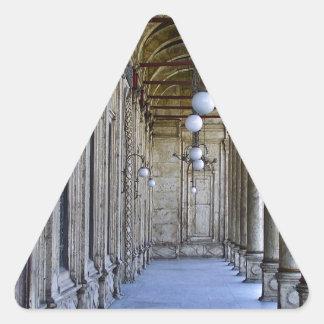 Säulengang der Sultan-Ali-Moschee in Kairo Dreieckiger Aufkleber