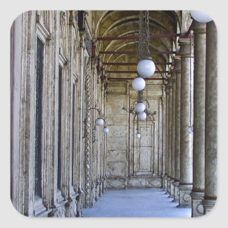 Säulengang der Sultan-Ali-Moschee in Kairo Quadratischer Aufkleber