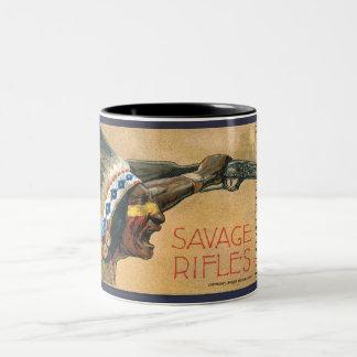 Savage bewaffnet schreienden Inder Zweifarbige Tasse