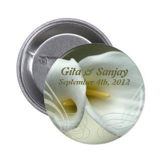 Save the Date Knopf mit Entwurf der weißen Lilie Buttons