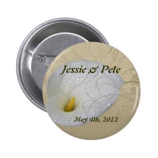 Save the Date mit weißer Tautropfenmit blumenlilie Anstecknadelbutton