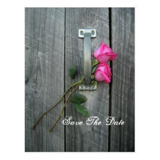 Save the Date Postkarte - zwei Rosen und Scheunen-
