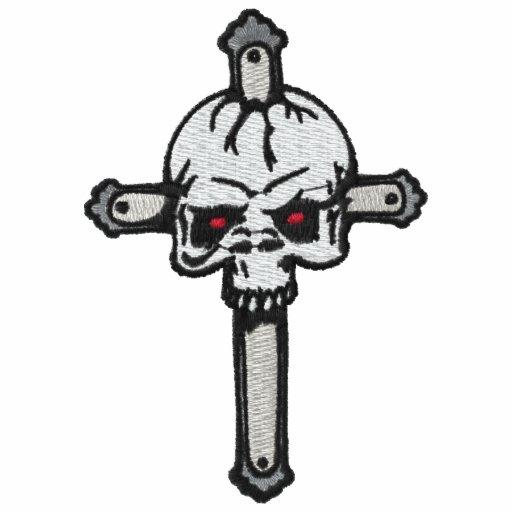 Schädel auf einem Kreuz gestickten Shirt