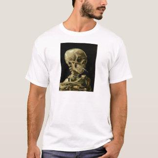 Schädel eines Skeletts mit brennender Zigarette T-Shirt