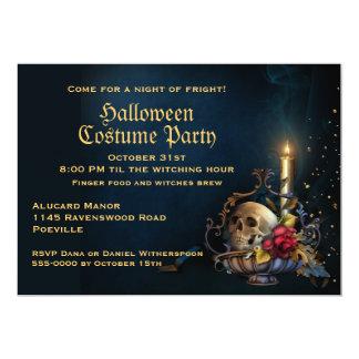 Schädel und Herbstlaub-Halloween-Party Karte