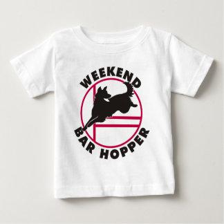 Schäfer-Agility-Wochenenden-Bar-Trichter Baby T-shirt