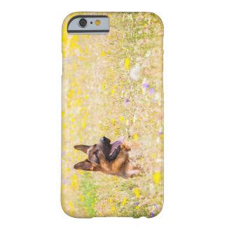 Schäferhund in den Frühlings-Blumen Barely There iPhone 6 Hülle