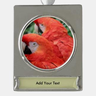Scharlachrot Macaw- Banner-Ornament Silber