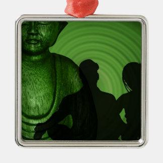 Schatten der Menschen vor Buddha im grünen Quadratisches Silberfarbenes Ornament