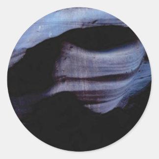 Schatten in der Felsenwand Runder Aufkleber