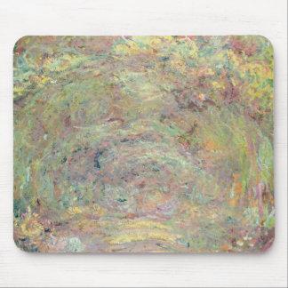 Schattierter Weg Claude Monets | Mousepad