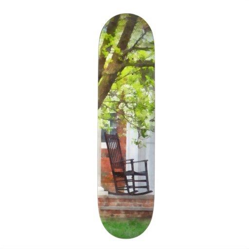 Schaukelstuhl auf Portal Skateboard Deck