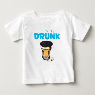 Schäumendes Bier-betrunkenes Glas Baby T-shirt