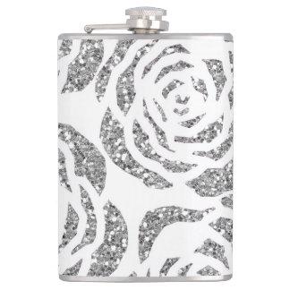 Schein-silbernes Grau-Rosen auf weißer Flasche der Flachmann