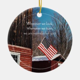 Scheunen-Flaggen-patriotische Erinnerungen ganz Rundes Keramik Ornament