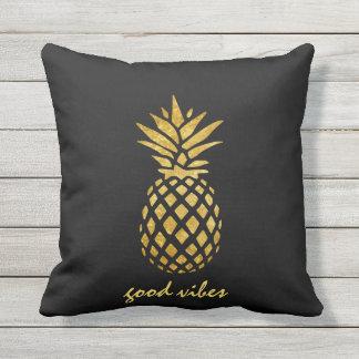Schicke Goldfolien-Ananas gute Vives Typografie Kissen Für Draußen
