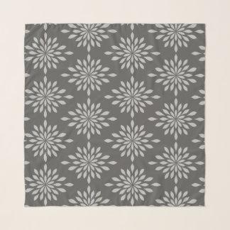 Schicker geometrischer Entwurf, Silber auf grauem Schal