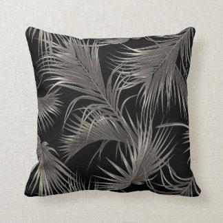 Schickes tropisches Palmwedel-Muster auf Schwarzem Kissen