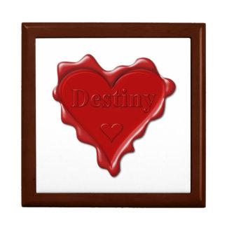 Schicksal. Rotes Herzwachs-Siegel mit Schmuckschachtel