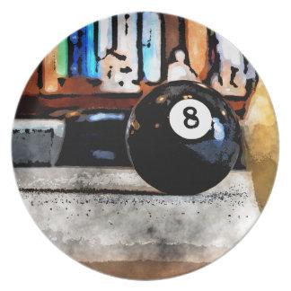 Schießen für den Ball acht Teller