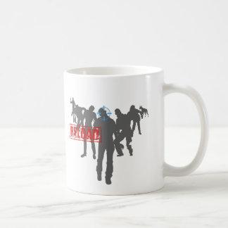 Schießen Sie die Zombies - Schrotflinte-Umladen-Sp Tasse