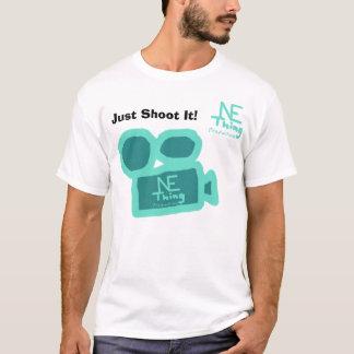 Schießen Sie es einfach! - N.E. Thing Productions T-Shirt