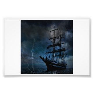 Schiff im Sturm Fotodruck