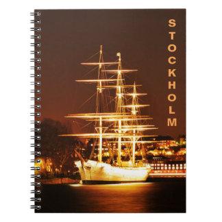Schiff nachts in Stockholm, Schweden Spiral Notizblock