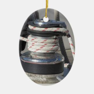 Schiffspoller- und Liegeplatzseile auf Ovales Keramik Ornament