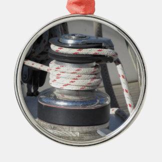 Schiffspoller- und Liegeplatzseile auf Rundes Silberfarbenes Ornament